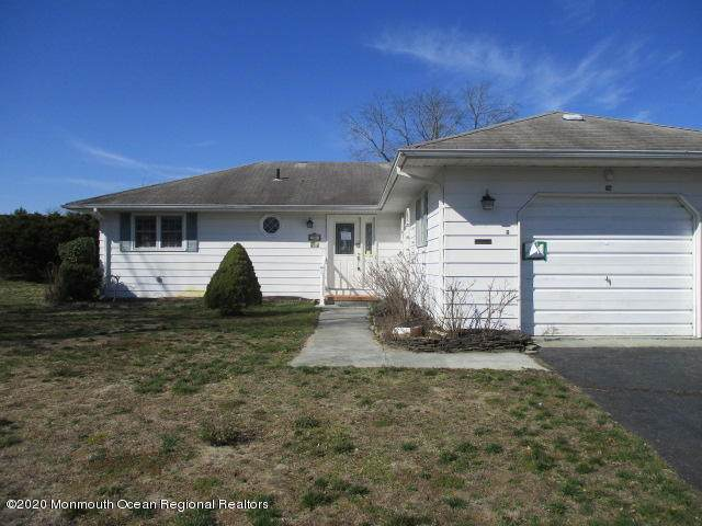 82 Barbados Drive S, Toms River, NJ 08757 (MLS #22016835) :: The MEEHAN Group of RE/MAX New Beginnings Realty