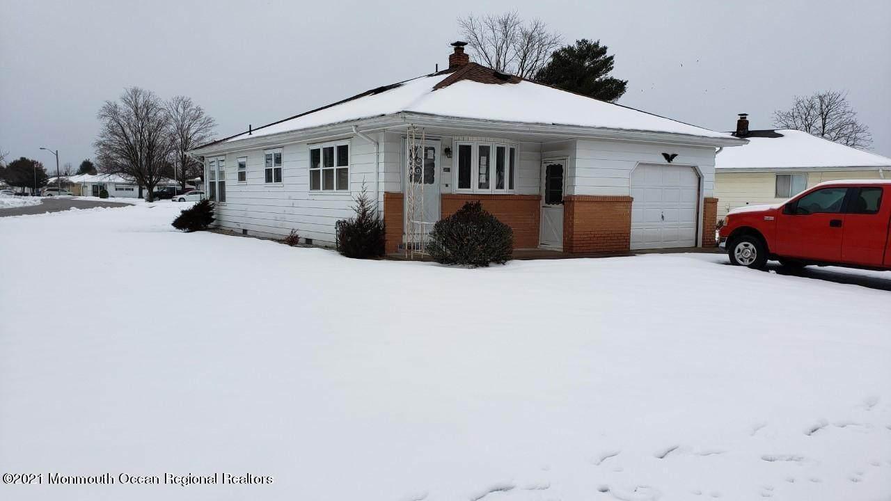 394 Saint Thomas Drive - Photo 1