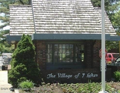 693C Plymouth Drive #1003, Lakewood, NJ 08701 (MLS #22105787) :: William Hagan Group