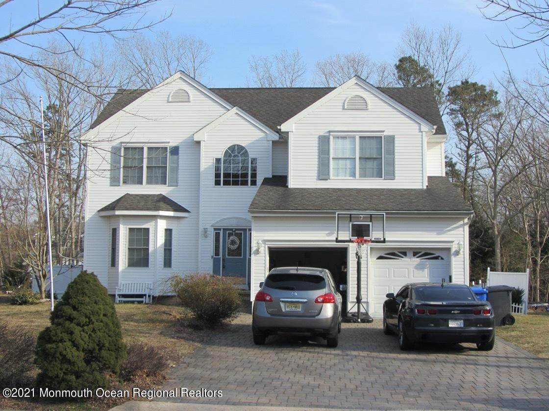 319 Golfview Drive - Photo 1