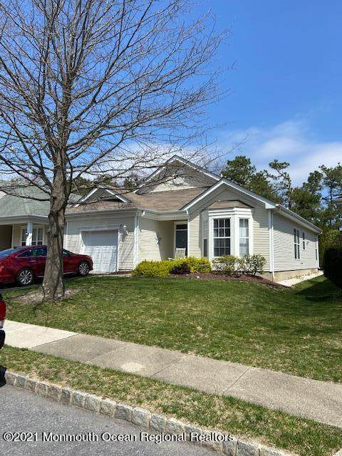 18 Autumn Rise Lane, Lakewood, NJ 08701 (MLS #22110966) :: The MEEHAN Group of RE/MAX New Beginnings Realty