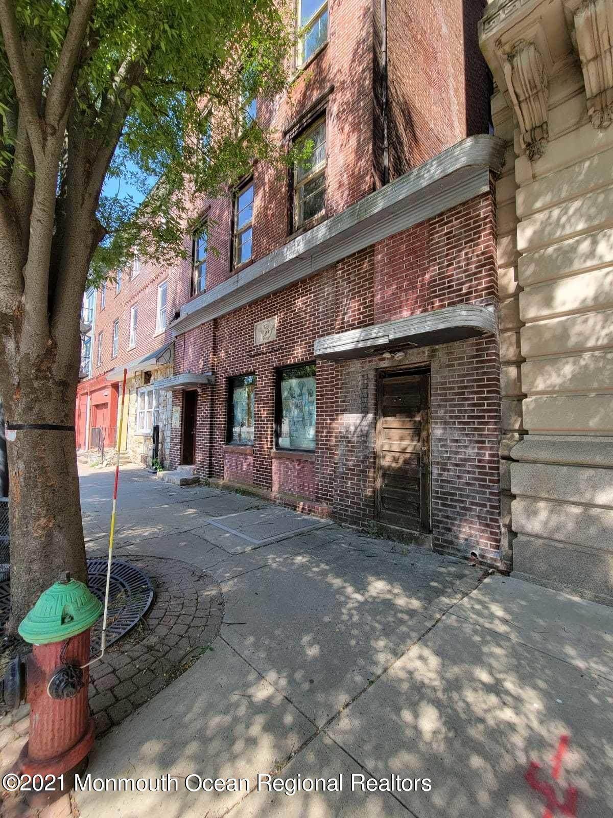 124 Warren Street - Photo 1