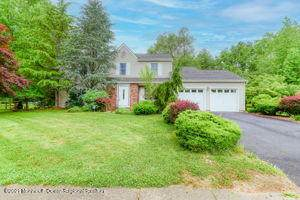 10 Forge Court, Marlboro, NJ 07746 (MLS #22118886) :: The MEEHAN Group of RE/MAX New Beginnings Realty
