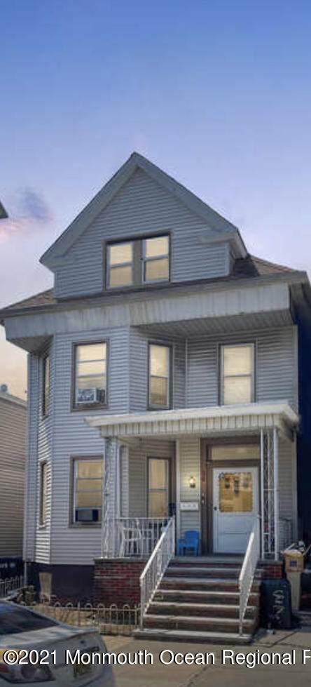 36 W 10th Street, Bayonne, NJ 07002 (MLS #22119039) :: Team Pagano
