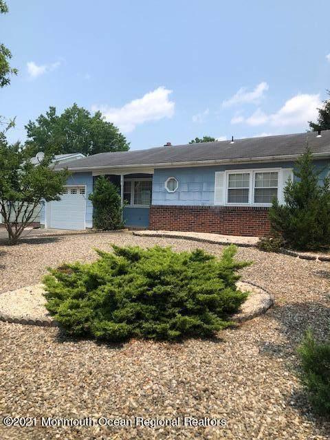 2 Miles Pond Road, Toms River, NJ 08757 (MLS #22121894) :: Kiliszek Real Estate Experts