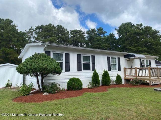 4 Martin Drive, Whiting, NJ 08759 (MLS #22130998) :: The Dekanski Home Selling Team