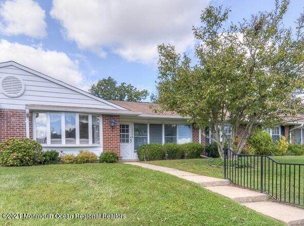 1023B Shetland Drive, Lakewood, NJ 08701 (MLS #22131151) :: William Hagan Group