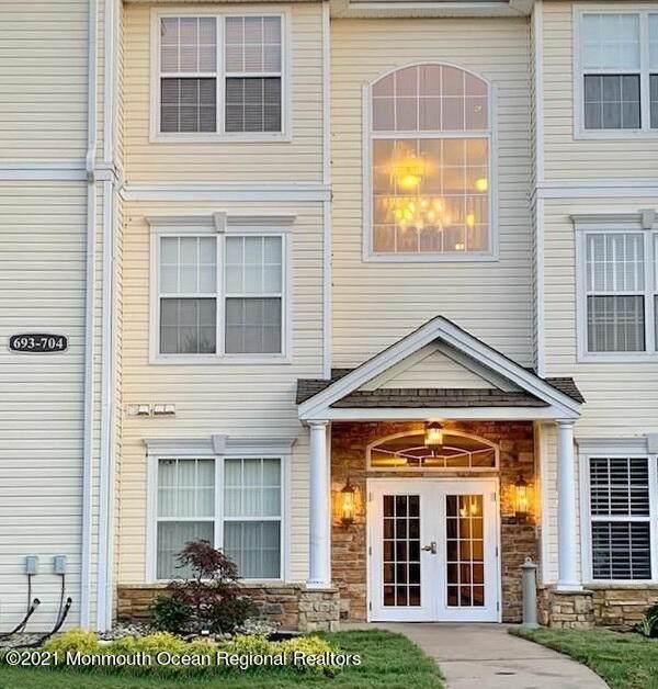 697 Saint Andrews Place, Manalapan, NJ 07726 (MLS #22131453) :: Laurie Savino Realtor