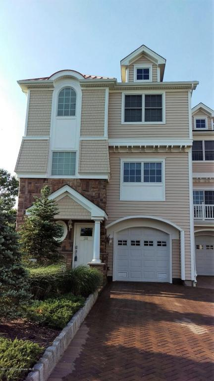 201 Gateway Court #1, Union Beach, NJ 07735 (MLS #21718384) :: The Dekanski Home Selling Team