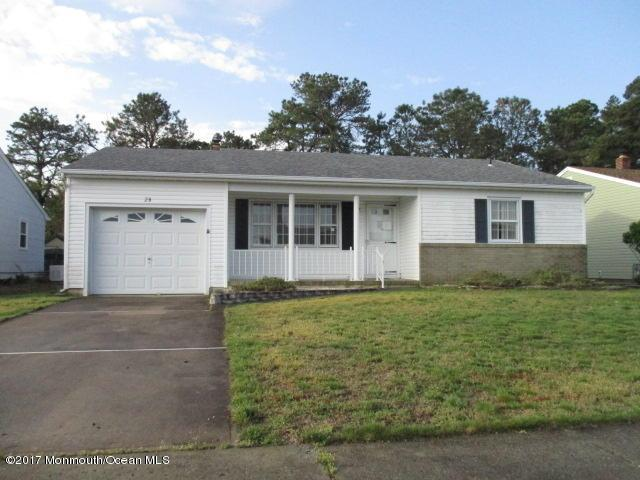 28 Westport Drive, Toms River, NJ 08757 (MLS #21719256) :: The Dekanski Home Selling Team