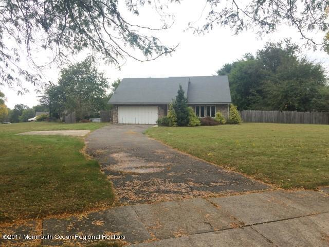 10 Hillcrest Road, Manalapan, NJ 07726 (MLS #21736540) :: The Dekanski Home Selling Team