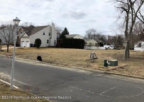 1634 Finderne Street, Oakhurst, NJ 07755 (MLS #21910155) :: The MEEHAN Group of RE/MAX New Beginnings Realty