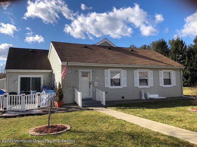 122D Muhlen Platz #1000, Freehold, NJ 07728 (MLS #22002009) :: The MEEHAN Group of RE/MAX New Beginnings Realty