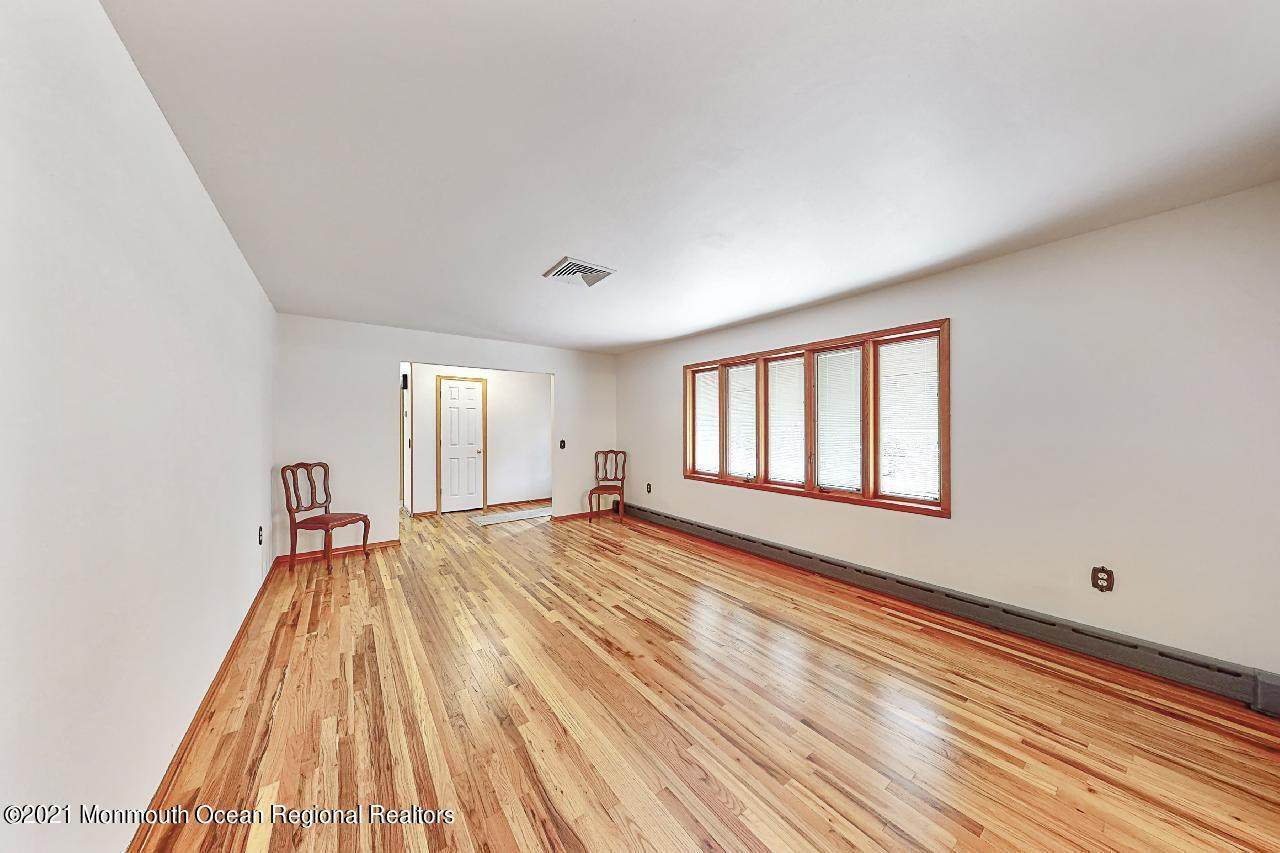 33 Brentwood Road - Photo 1
