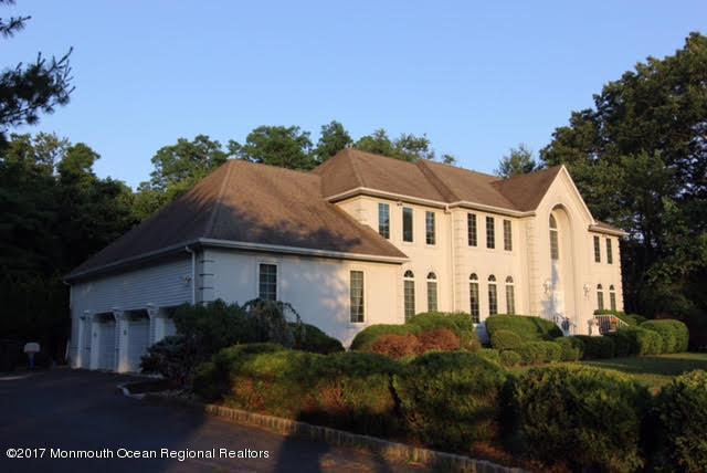 10 Spruce Lane, Marlboro, NJ 07746 (MLS #21734989) :: The Dekanski Home Selling Team