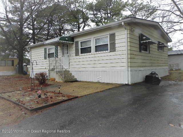 38 Martin Drive, Whiting, NJ 08759 (MLS #22004905) :: The MEEHAN Group of RE/MAX New Beginnings Realty