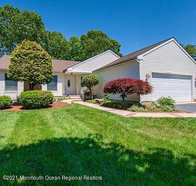 1014 Twin Oaks Drive, Toms River, NJ 08753 (MLS #22120113) :: The MEEHAN Group of RE/MAX New Beginnings Realty