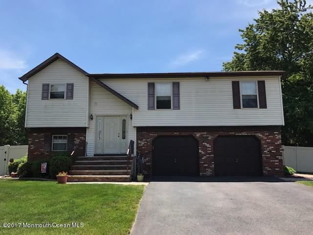 15 Hedgewood Road, Howell, NJ 07731 (MLS #21709852) :: The Dekanski Home Selling Team