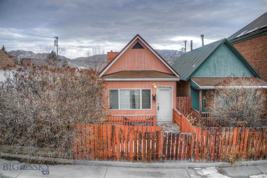 538 Colorado Street - Photo 1