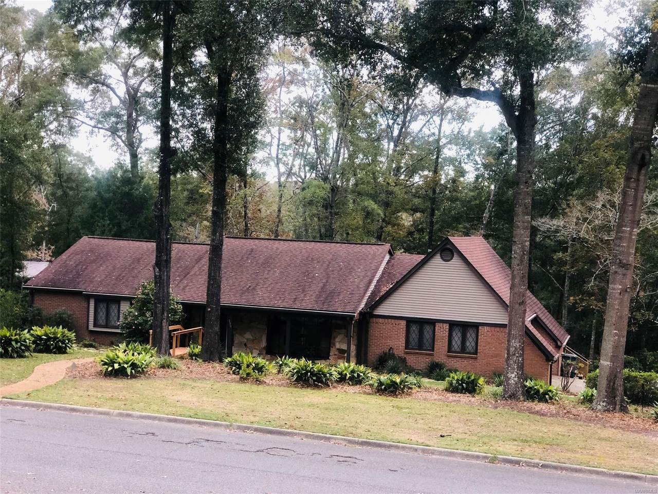 200 Oakwood Drive - Photo 1