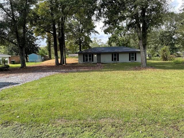 6463 Airport Road, Elmore, AL 36025 (MLS #505140) :: Buck Realty