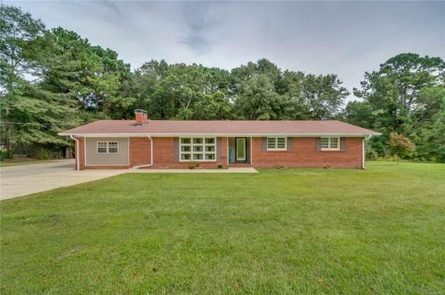 864 Country Club Drive, Clanton, AL 35045 (MLS #479839) :: LocAL Realty