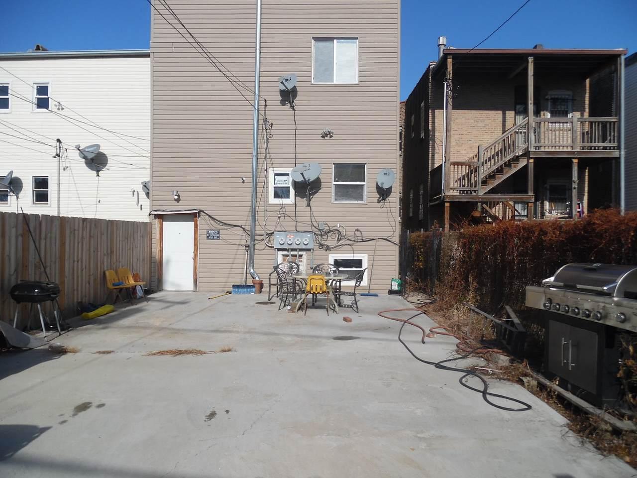 3311 Evergreen Avenue - Photo 1