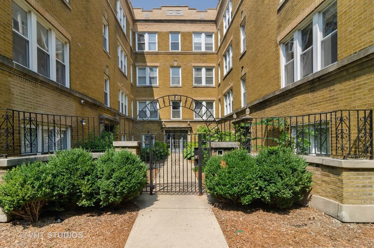 1438 Roscoe Street - Photo 1