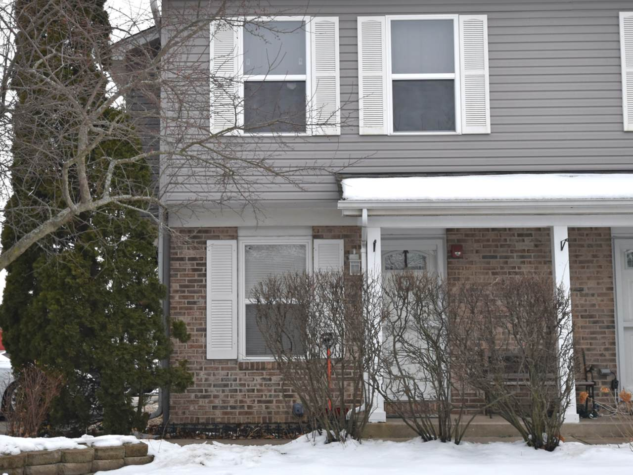 118 Colonial Parkway - Photo 1