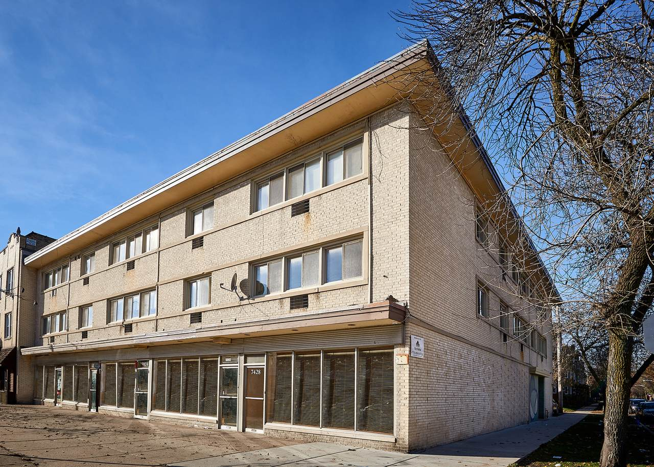 2411 Fargo Avenue - Photo 1