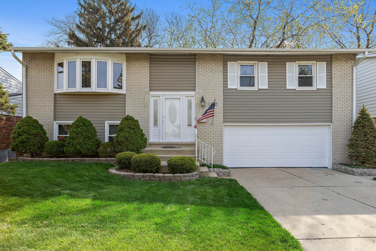 1435 Busse Road - Photo 1