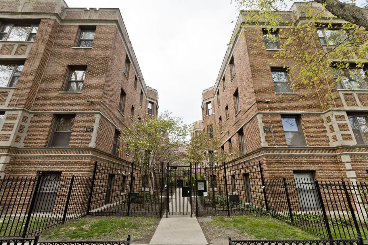 1652 Farwell Avenue - Photo 1