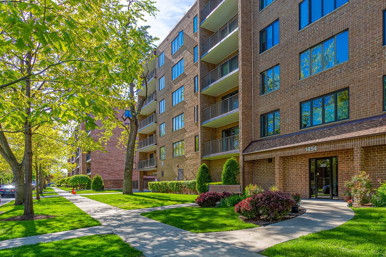 1454 Ashland Avenue - Photo 1