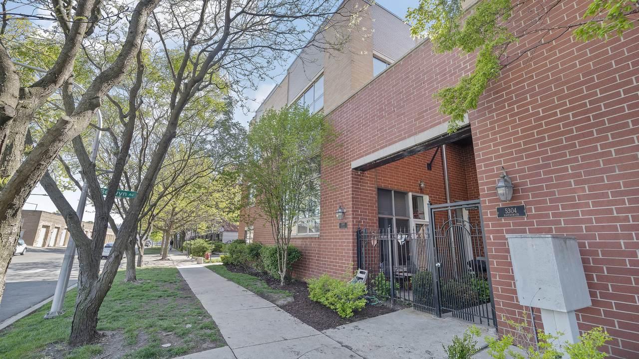 5300 Ravenswood Avenue - Photo 1