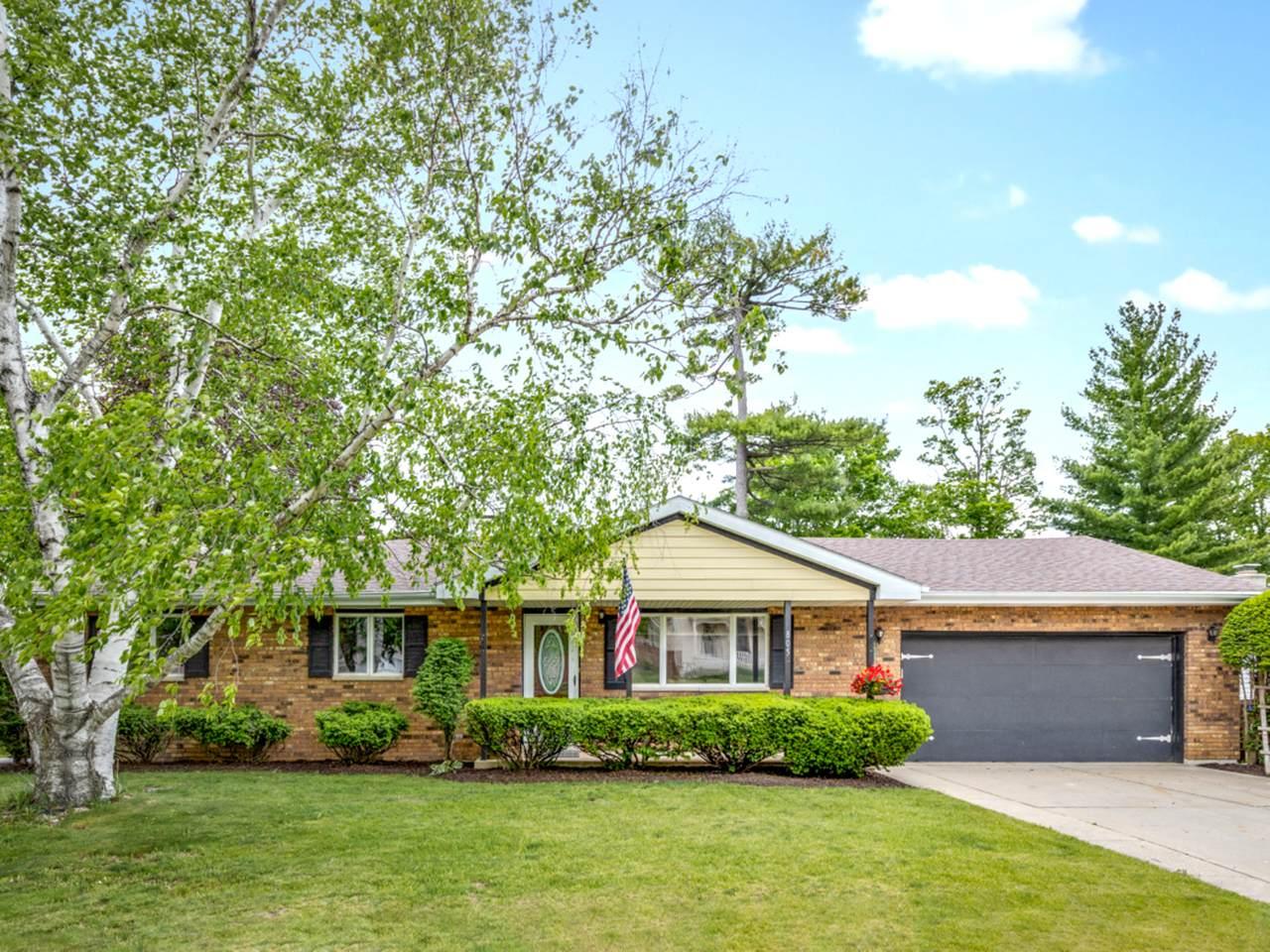805 Royal Oak Drive - Photo 1