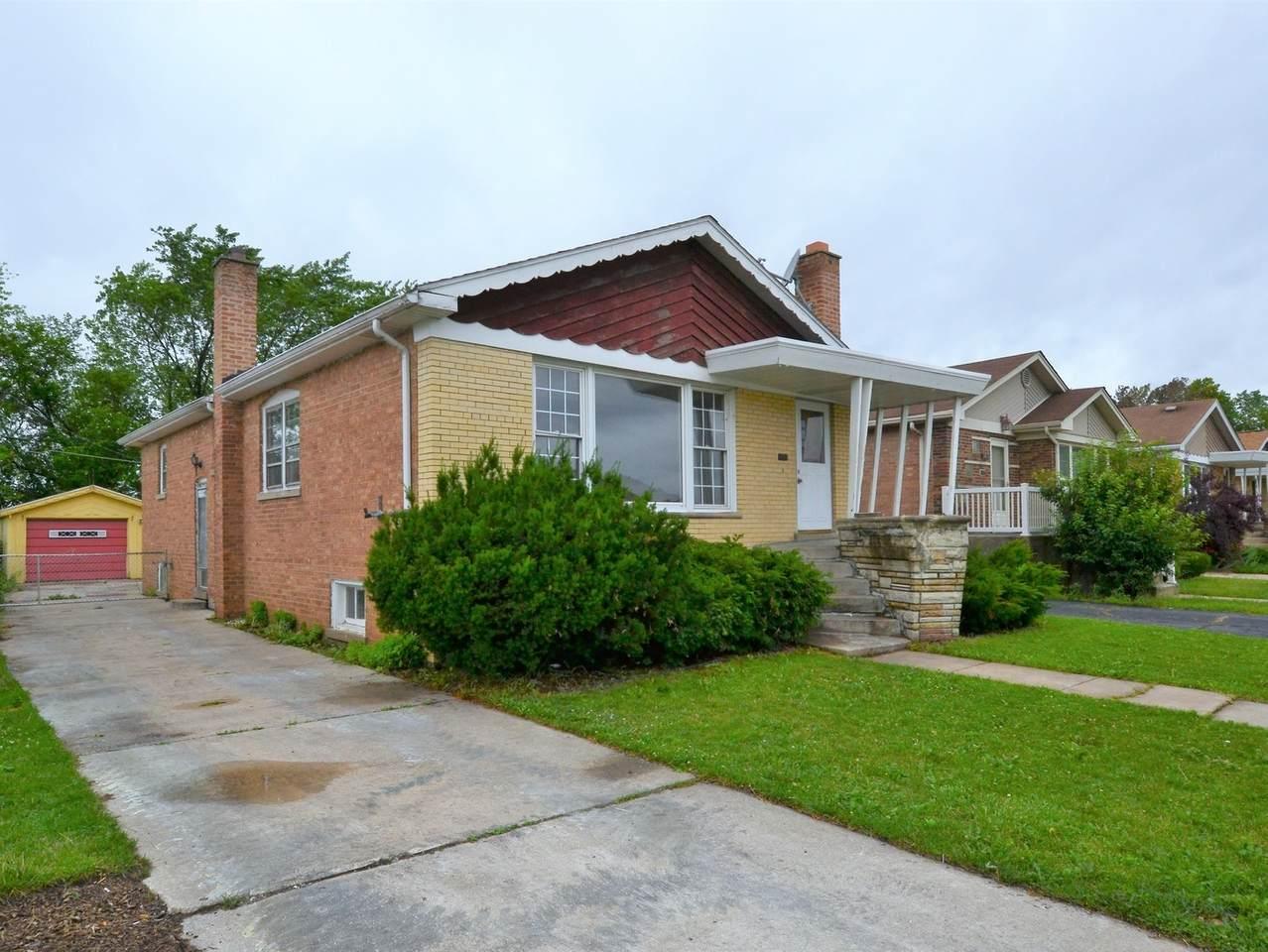 11412 Hamlin Avenue - Photo 1