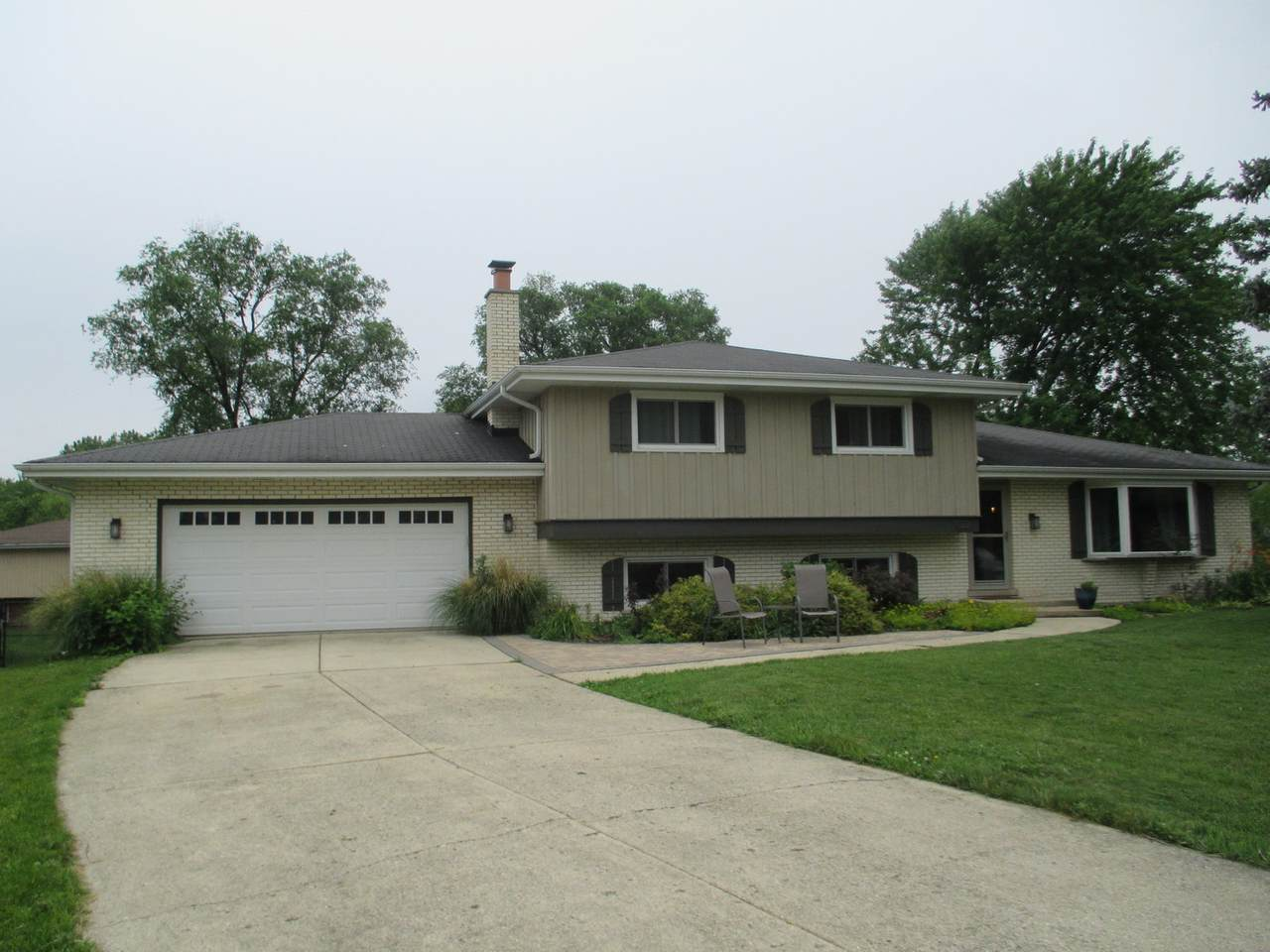 822 River Forest Court - Photo 1