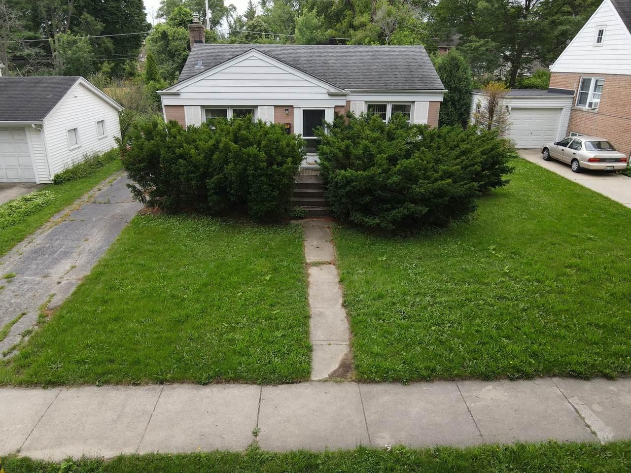 2141 Oak Avenue - Photo 1