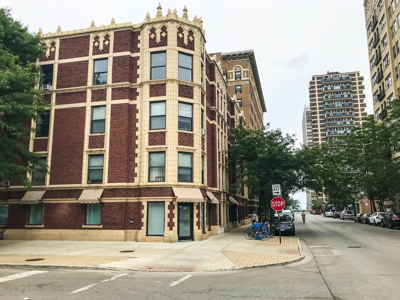 1070 Granville Avenue - Photo 1