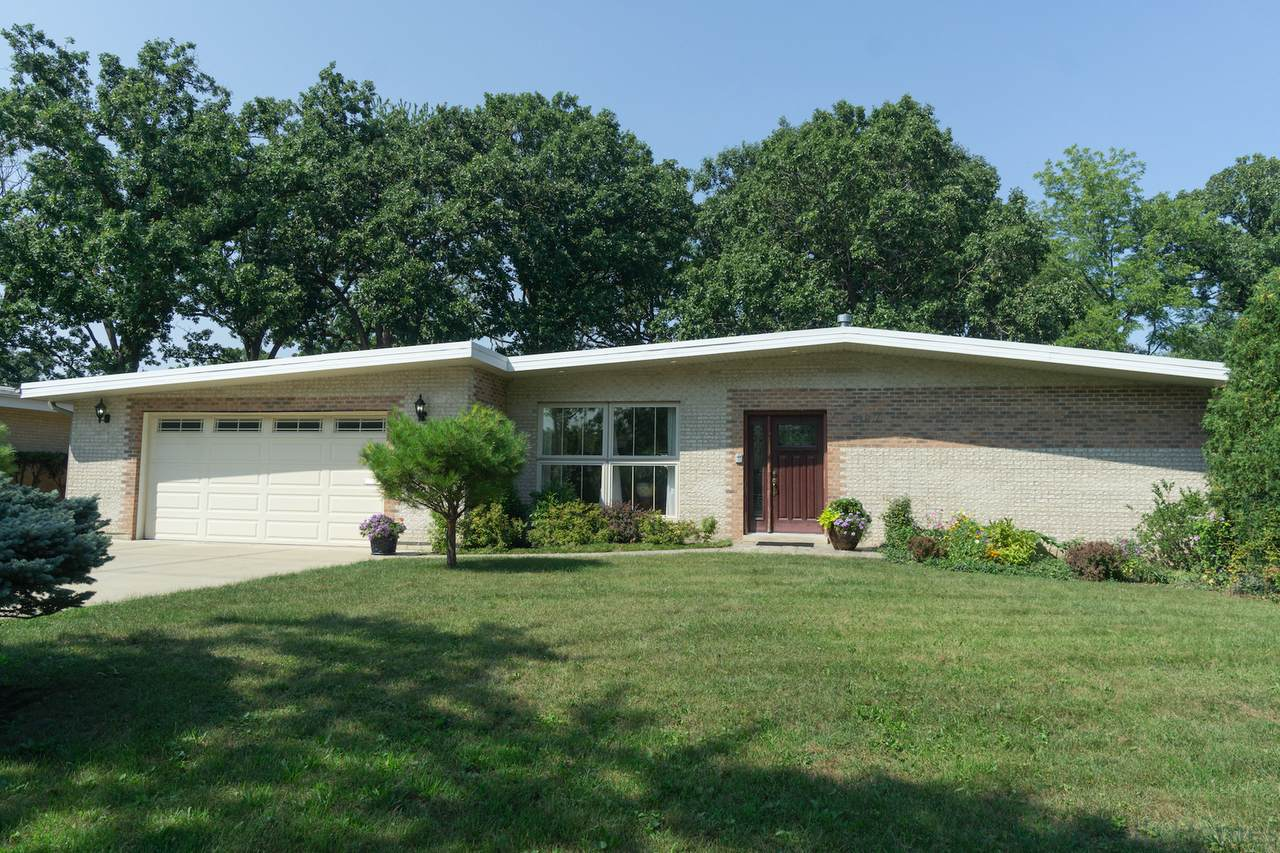 887 Barberry Road - Photo 1