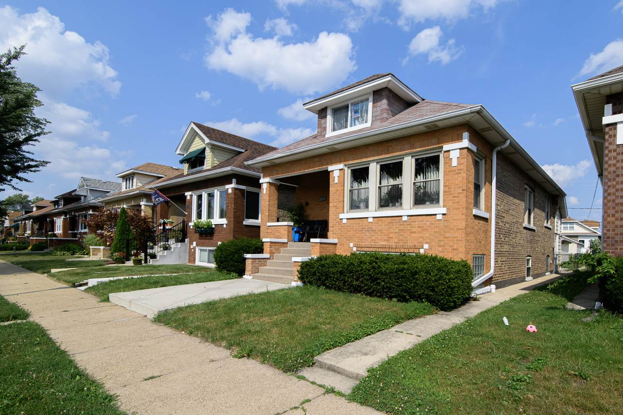 2737 Clarence Avenue - Photo 1