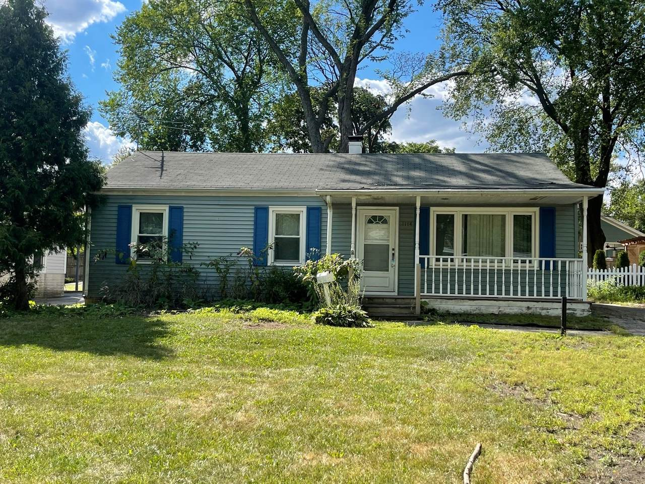 1114 Campbell Avenue - Photo 1