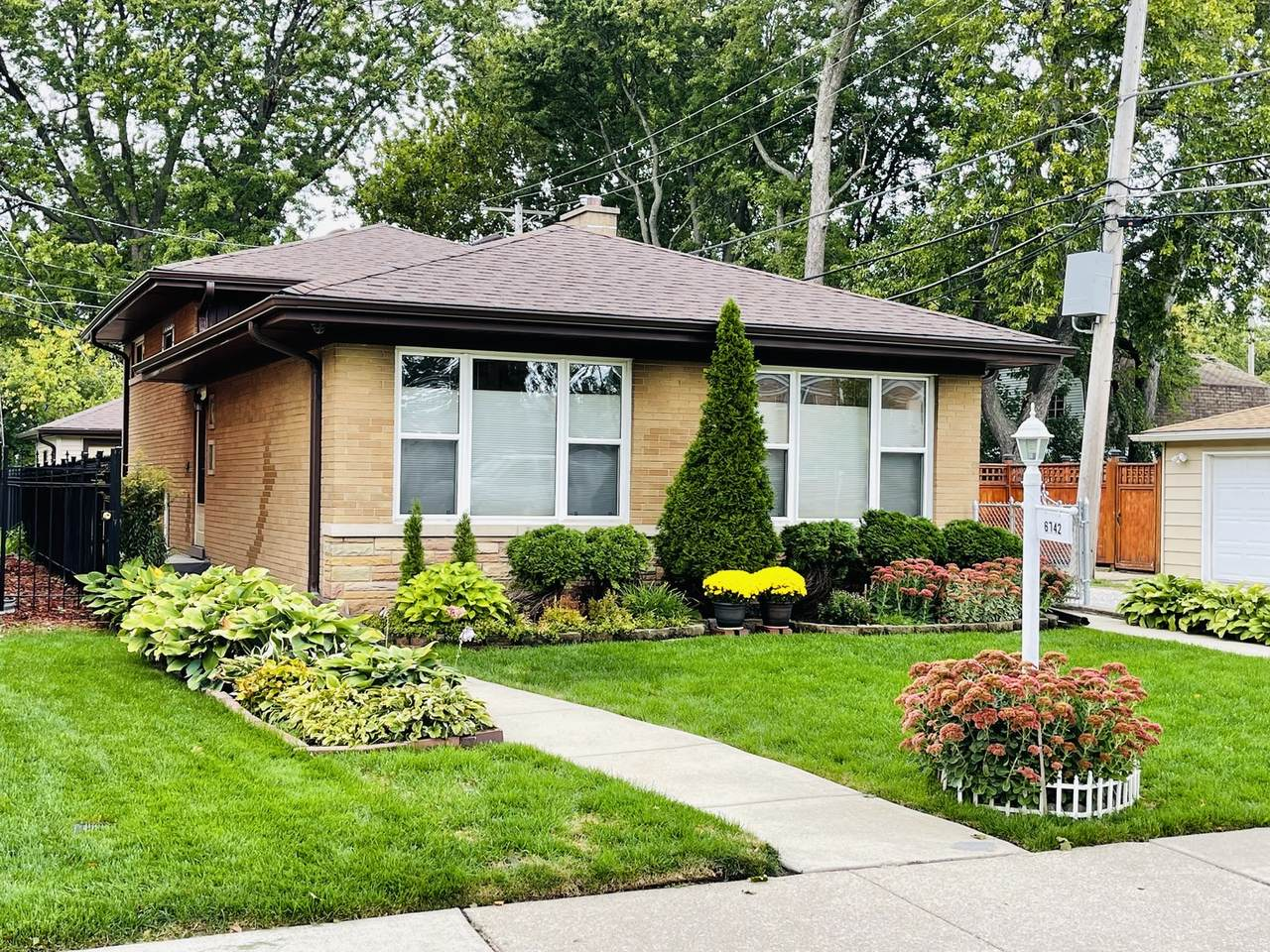 6742 Hamlin Avenue - Photo 1