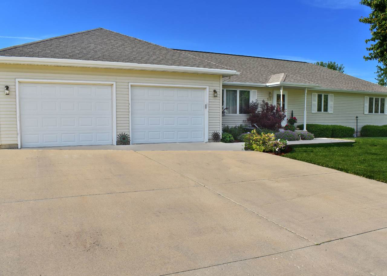 173 Valley View Drive - Photo 1