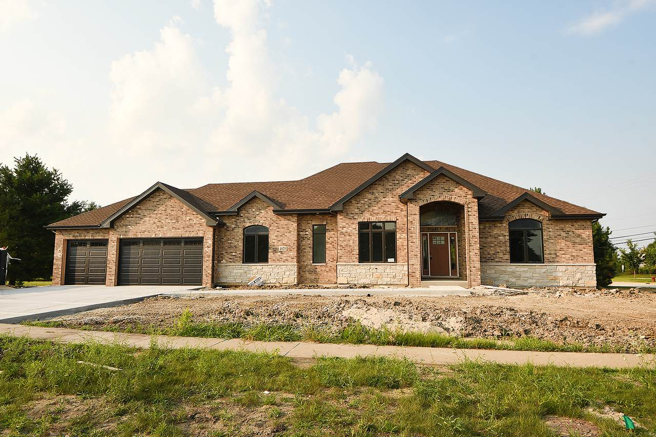 1025 Stacey Drive - Photo 1