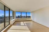 1460 Sandburg Terrace - Photo 20