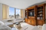 1360 Sandburg Terrace - Photo 16