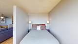 1360 Sandburg Terrace - Photo 11