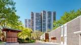 1360 Sandburg Terrace - Photo 17