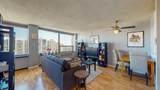 1360 Sandburg Terrace - Photo 4